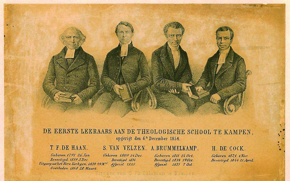 De eerste docenten van de Theologische School Kampen. V.l.n.r.: T. F. de Haan, S. van Velzen, A. Brummelkamp en H. de Cock. Beeld Archief Kampen