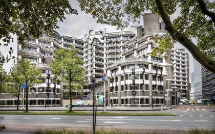 """""""De benaming van het tijdelijke Tweede Kamergebouw, B67, doet eerder denken aan een gevangeniscomplex dan aan een paleis voor de volksvertegenwoordiging.""""beeld RD, Henk Visscher"""