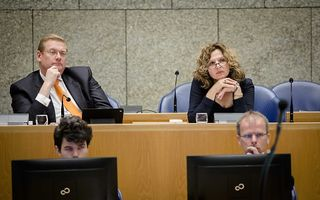 De ministers Van der Steur en Schippers tijdens het debat over het rapport van de commissie-Schnabel. beeld ANP, Bart Maat