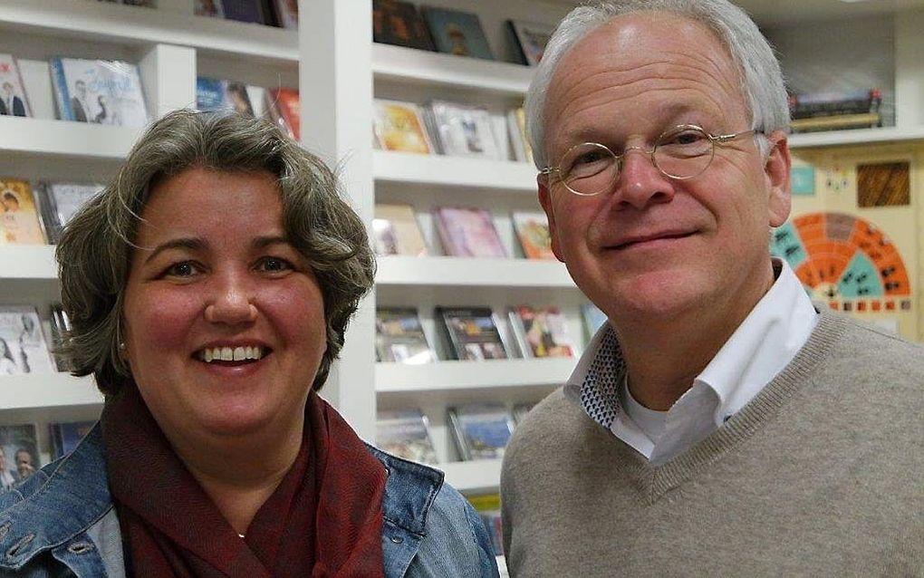 Boekhandelaar Johan Brokking met zijn echtgenote. beeld EMG