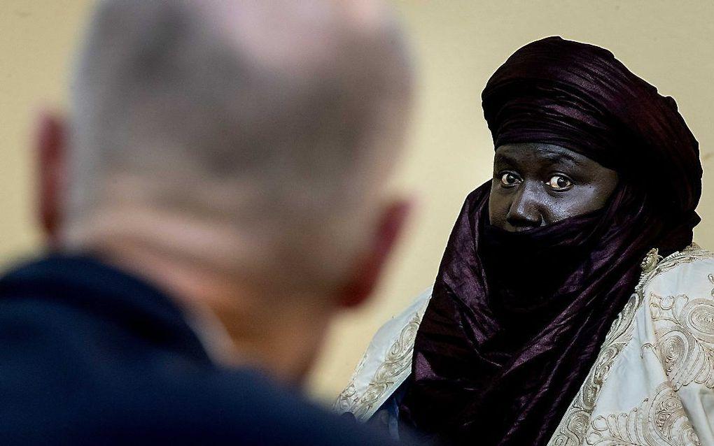 Minister Blok op bezoek bij de sultan in Agadez. beeld ANP