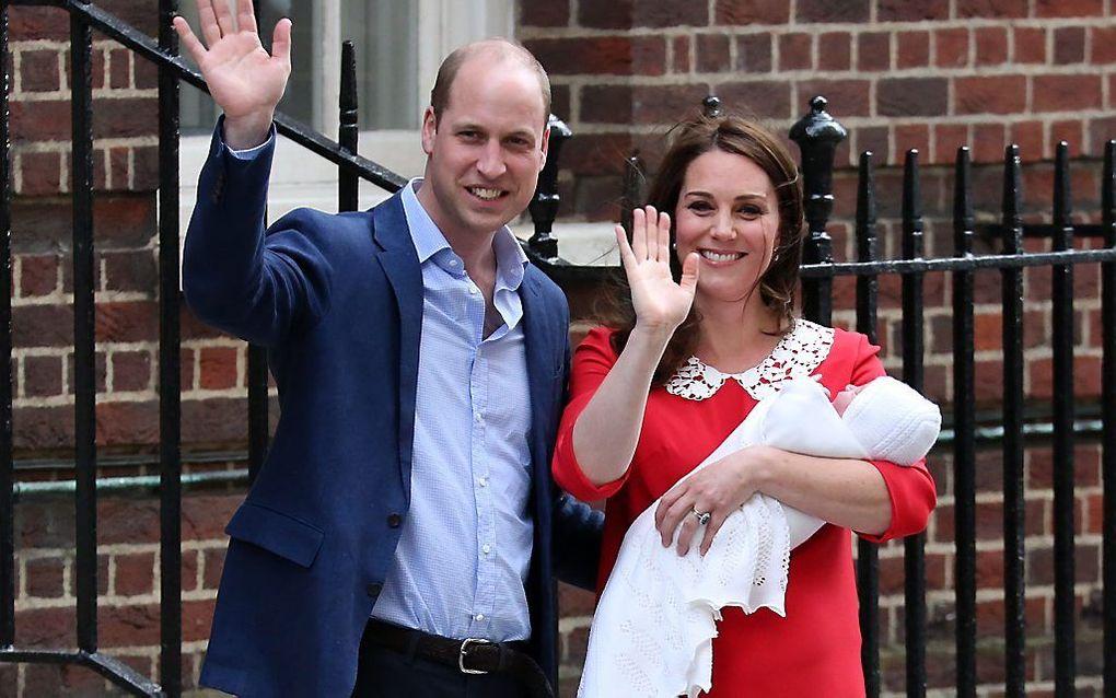 Brits feest: een prinsje is geboren. William en Kate laten hun zoon zien. beeld AFP