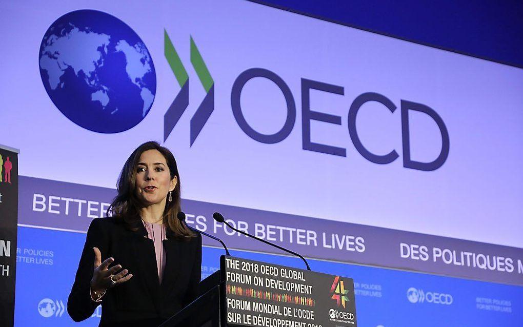 Een vergelijking tussen 25 OECD/OESO-landen over de periode 1990-2015 laat zien dat inkomensongelijkheid gepaard gaat met grotere verschillen in het geluk dat mensen beleven. Foto: de Deense kroonprinses Mary tijdens de opening van een OECD-forum in Parij