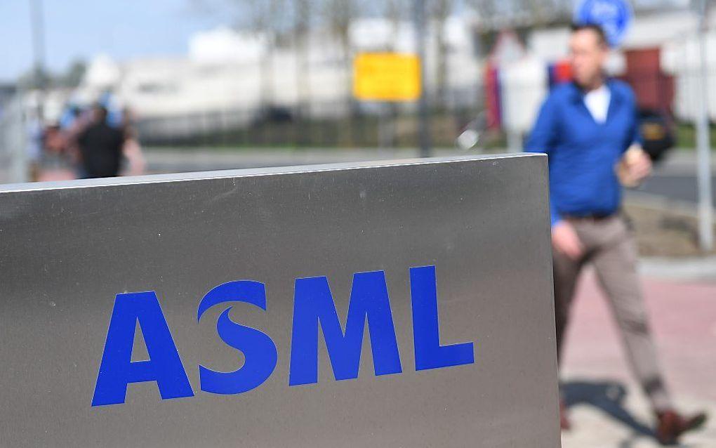 Bij ASML, het paradepaardje van de Nederlandse kenniseconomie, zijn door oud-werknemers van Chinese afkomst bedrijfsgeheimen gestolen. beeld AFP, Emmanuel Dunand