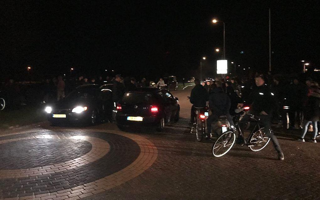 Rond tien uur maandagavond was het bij de Noorderpalen in Urk nog onrustig. beeld RD