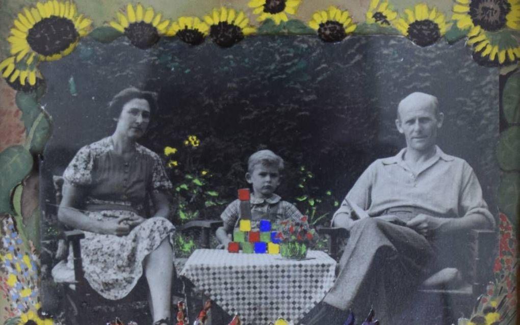 Een bewerkte foto uit september 1944 van verzetsstrijder H. N. Steentjes (1904-1945) met zijn vrouw en zoontje. Twee maanden voor de Bevrijding werd Steentjes bij Elspeet doodgeschoten.beeld collectie H. van Asselt