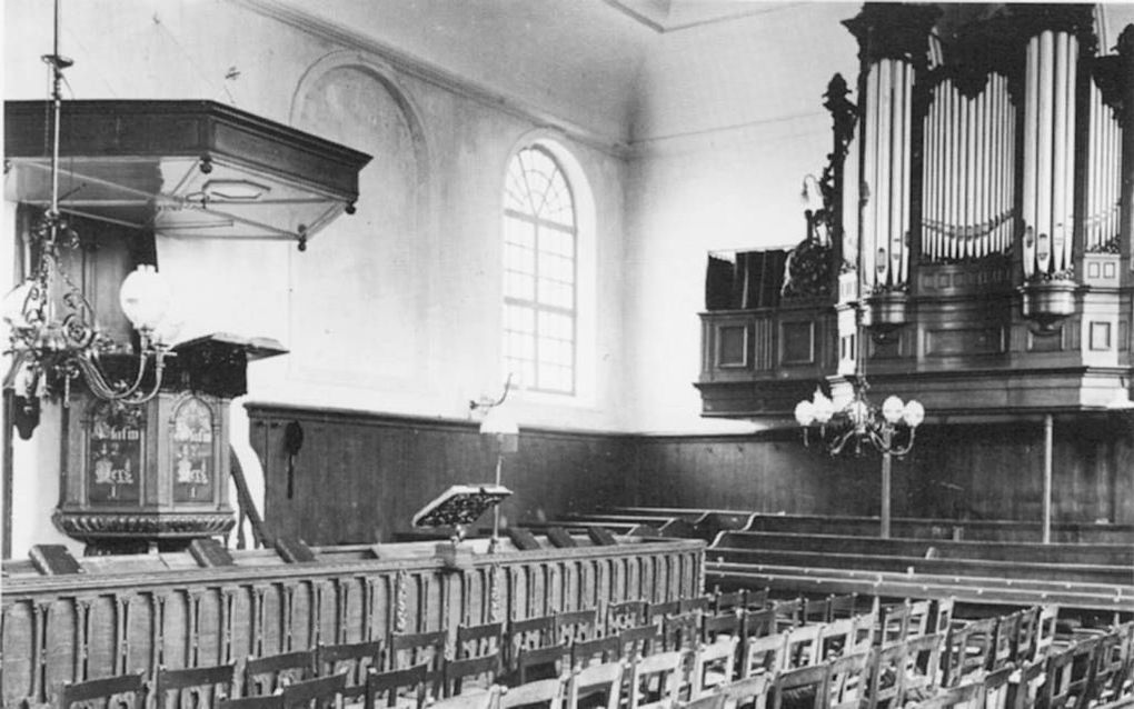 Interieur van de hervormde kerk in Benthuizen. Beeld uitg. Den Hertog, Houten