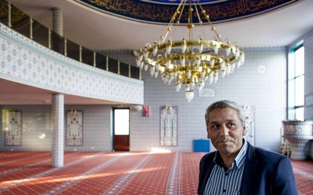 In de moskee klinkt de oproep al vijfmaal per dag. Een oproep buiten is omstreden. beeld Dick Vos
