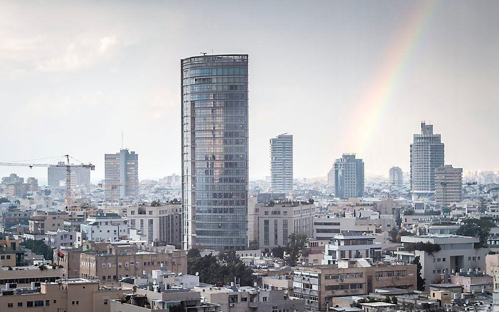 Een regenboog boven Tel Aviv. beeld iStock