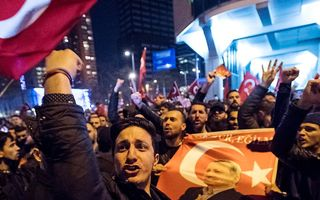 Demonstranten zaterdagavond in Rotterdam. beeld ANP