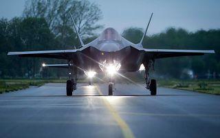 Omwonenden van de vliegbases Volkel en Leeuwarden ervaren maar weinig verschil tussen tussen de F-35 (beter bekend als de Joint Strike Fighter of JSF) en de F-16. beeld ANP