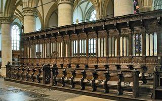 Zuiderkoorbanken in de Dordtse Grote Kerk. Tijdens de presentatie van de Dordtse Leerregels op 6 mei 1619 zaten in de voorste bank van rechts naar links de Engelse bisschop Carleton, voorzitter Bogerman, de assessoren Rolandus en Faukelius en de scriba's