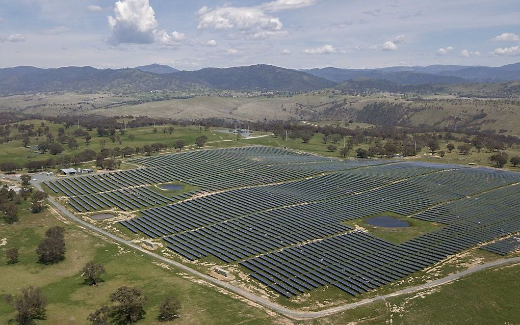 Luchtfoto van een zonneweide in Williamsdale, Australië. beeld EPA, Mick Tsikas