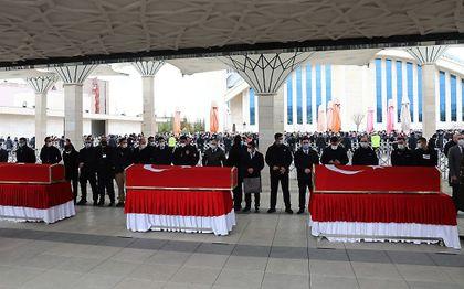 Begrafenis vorige week van drie militairen die bij de strijd in Noord-Irak tegen de terreurgroep PKK zijn gesneuveld.  beeld AFP, Adem Altan