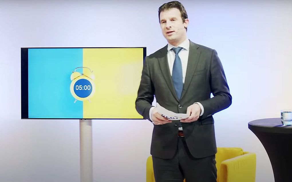 Jan Kloosterman van de RMU tijdens een eerdere live-uitzending over vaccinatie. beeld YouTube