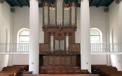 Impressie van het voorlopige ontwerp van het nieuwe orgel en de galerij. beeld via www.hervormdrenswoude.nl