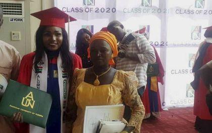 Mary Katambi (24) met haar ouders tijdens de diploma-uitreiking begin deze maand.beeld Open Doors