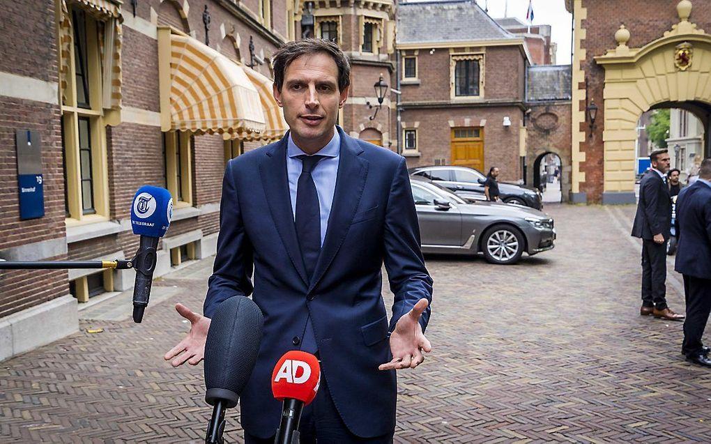 Demissionair minister Wopke Hoekstra (CDA) op het Binnenhof. beeld ANP LEX VAN LIESHOUT