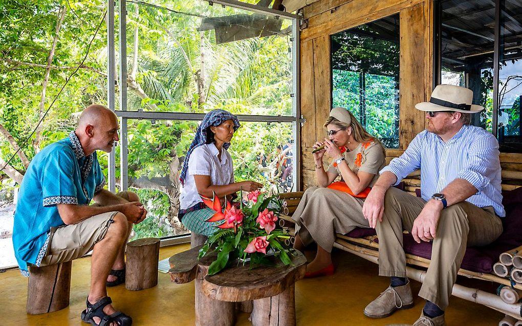 Koning Willem-Alexander en koningin Maxima bezoeken het Silima Lombu Ecovillage op Sumatra, op de laatste dag van het staatsbezoek aan Indonesie. beeld ANP