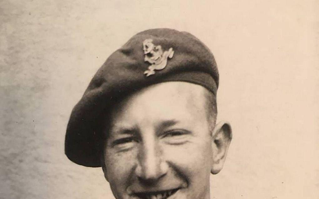 Jim en John, heetten de Engelse militairen die na de bevrijding bij de familie Van de Voort in Lunteren waren ingekwartierd. Het contact is lang gebleven. beeld fam. Schouten