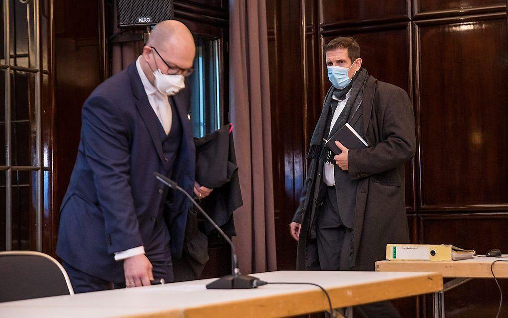 Ds. Olaf Latzel (r.) tijdens het proces tegen hem, november vorig jaar. beeld EPD, Tristan Vankann