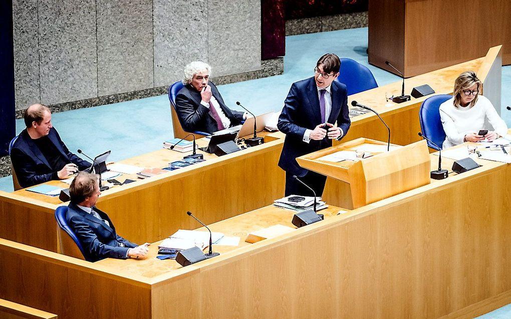 Steven van Weyenberg (D66, L), Bart Snels (GroenLinks, M) en Kasja Ollongren, minister van Binnenlandse Zaken en Koninkrijksrelaties (R), in de Tweede Kamer tijdens een debat over de Wijzigingswet Woo. De Wet open overheid moet de opvolger zijn van de WOB, wet openbaarheid bestuur. beeld ANP Sem van der Wal