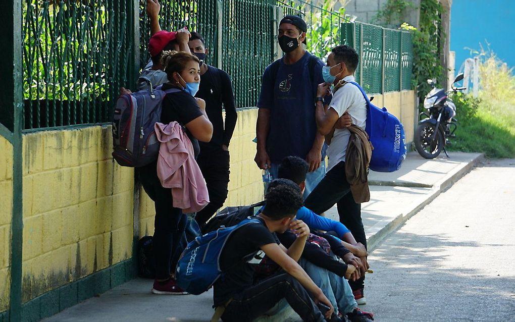Migranten uit Honduras aan de grens tussen Mexico en Guatemala. beeld EPA, Juan Manuel Blanco