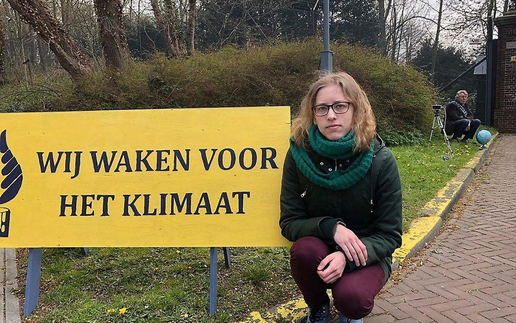 Klimaatwaker Rozemarijn van 't Einde bij het Catshuis in Den Haag. beeld RD