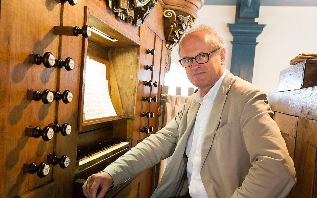 Liuwe Tamminga in 2018 tijdens een concerttoer langs elf Friese orgels. beeld RD, Anton Dommerholt