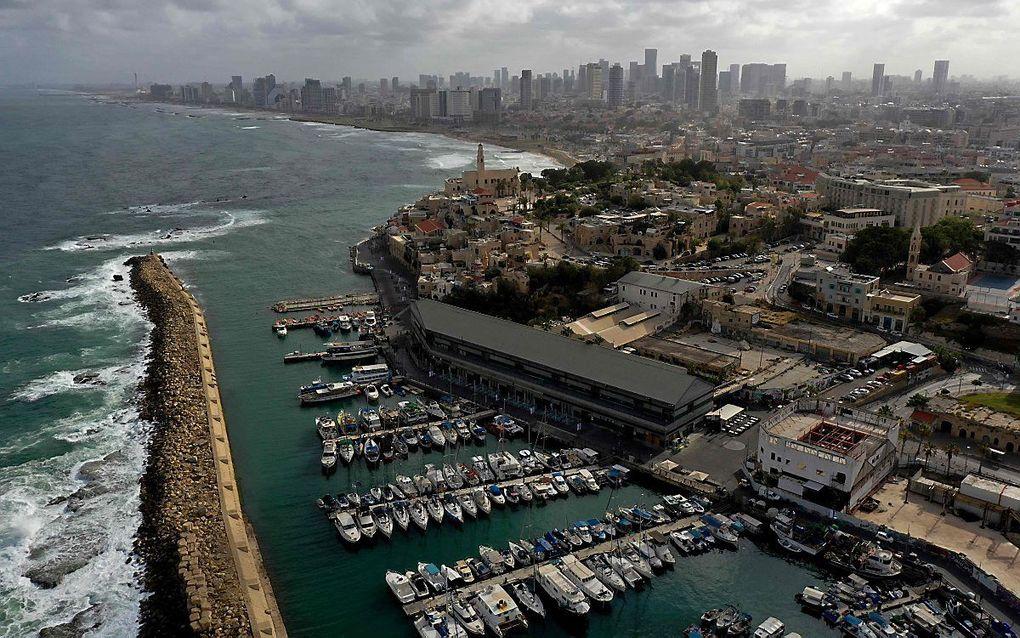 De Israëlische kustplaats Jaffa. Op de achtergrond Tel Aviv. beeld AFP, Menahem Kahana