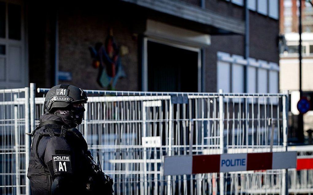 Beveiliging bij de bunker in Amsterdam, waar het liquidatieproces Marengo plaatsvindt. beeld ANP SEM VAN DER WAL