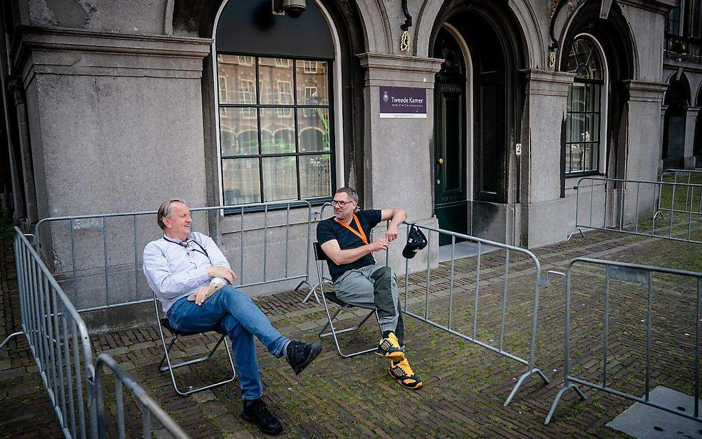Journalisten wachten voor de ingang van de Stadhouderskamer. Voor het onderzoek door Hamer naar welke partijen samen een nieuwe coalitie kunnen vormen, is volgens ingewijden meer tijd nodig. beeld ANP BART MAAT