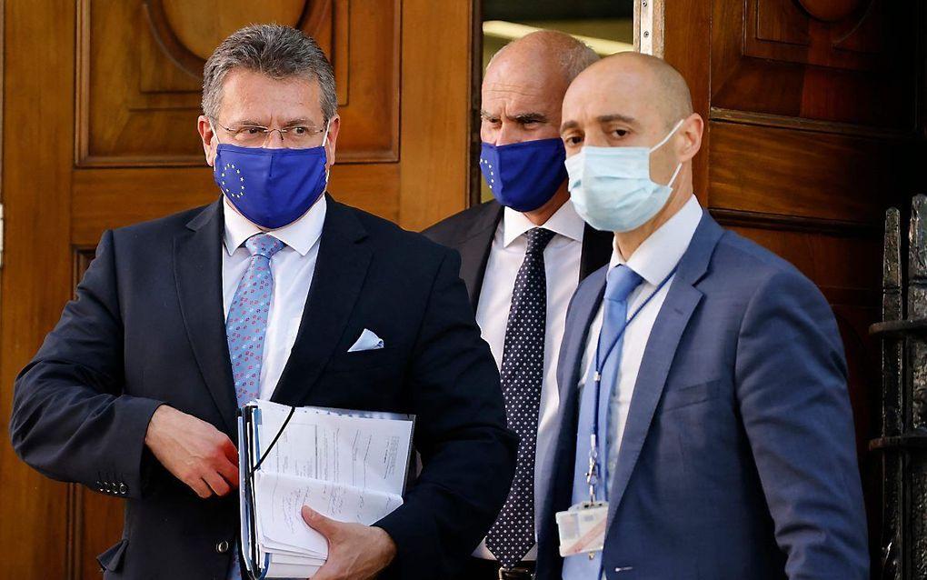 Eurocommissaris Maros Sefcovic (L). beeld AFP, Tolga Akmen