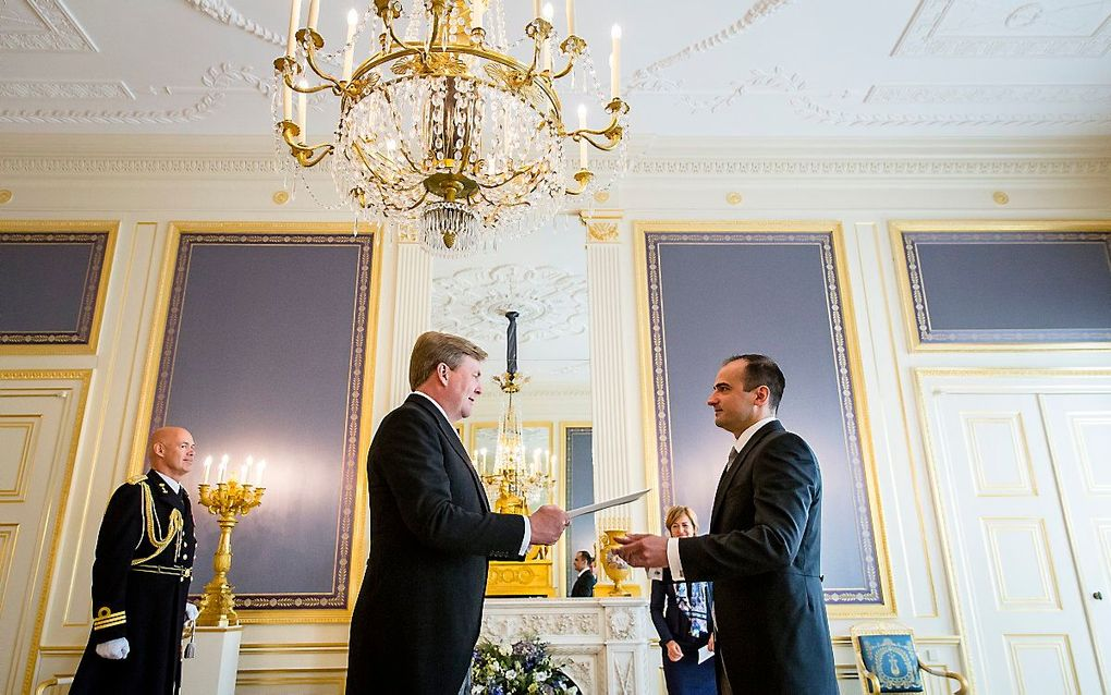 Koning Willem-Alexander ontvangt de geloofsbrieven van de ambassadeur van Hongarije, Anbdras Kocsis. beeld ANP, Bart Maat