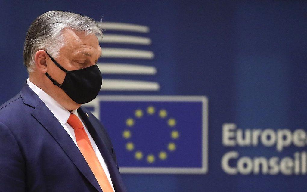 Orban tijdens de EU-top in Brussel. beeld AFP, Olivier HOSLET