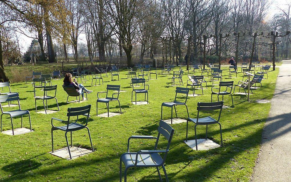 Het Rozenoord-monument in het Amstelpark in Amsterdam, met de jonge vrouw die in het artikel wordt genoemd. beeld Ruurd Kok