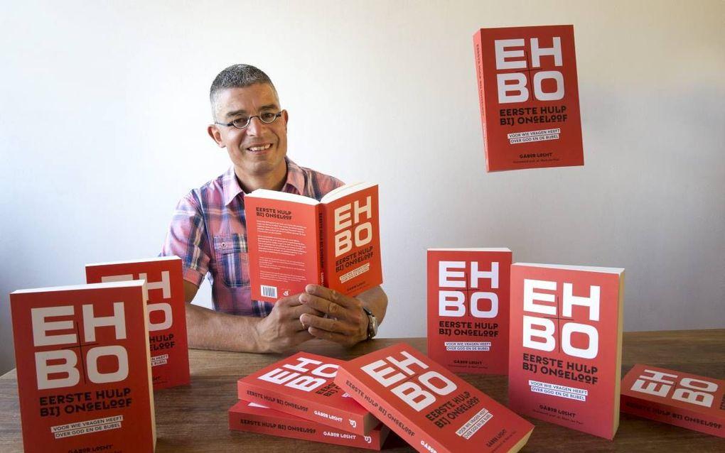 """Gábor Locht schreef het boek """"EHBO - Eerste hulp bij ongeloof"""". beeld RD, Henk Visscher"""