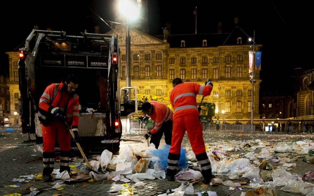 Vuilnismannen aan het werk in Amsterdam. beeld ANP, Sander Koning