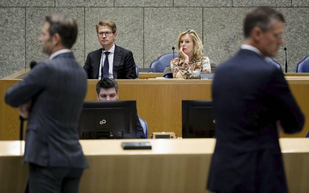 Staatssecretaris Dekker en minister Bussemaker zitten achter de regeringstafel tijdens het debat over de Onderwijsbegroting. Links staat CDA-Kamerlid Rog en rechts VVD-Kamerlid Duisenberg. beeld ANP, Bart Maat