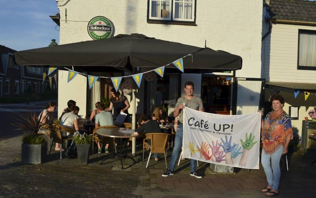 Leden van de hervormde gemeente Lexmond startten een opvoedcafé. beeld Umoja Nederland