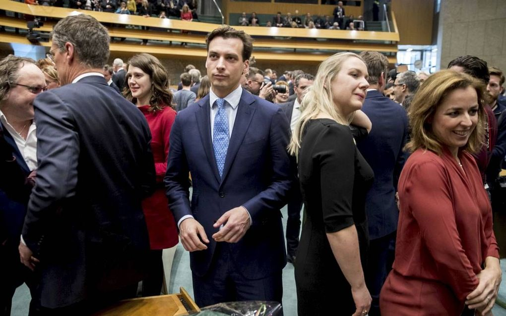 Het nieuwe Kamerlid Baudet zoekt zijn weg in de nieuwe Kamer, beeld ANP, Jerry Lampen.