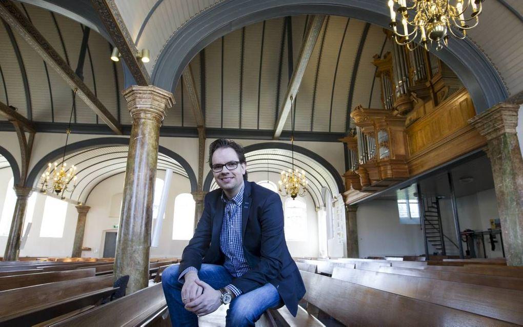 """Bastiaan Stolk is organist van de Oude Kerk in Veenendaal (foto). Hij improviseert veel tijdens de dienst. """"Van gekruide akkoorden ben ik niet vies, maar tegelijkertijd wil ik kerkgangers niet tegen de haren instrijken. Ik zit niet voor mijzelf op de orge"""