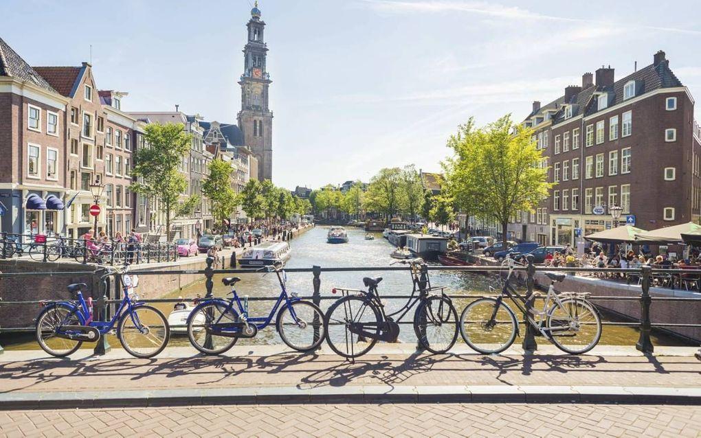 """""""De Amsterdamse stichting Tot Heil des Volks gaat in feite het Leger des Heils achterna, dat wel degelijk zeer bewogen is met mensen en hen wil bevrijden, maar dat doet door de verlossing te verhullen."""" Beeld iStock"""