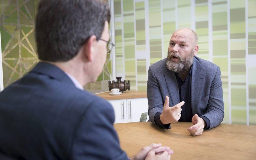 Gesprek over vrijheid van onderwijs met Wim Kuiper van onderwijsorganisatie Verus (l) en Rutger Groot Wassink, GroenLinksfractievoorzitter in de gemeenteraad van Amsterdam. beeld Sjaak Verboom