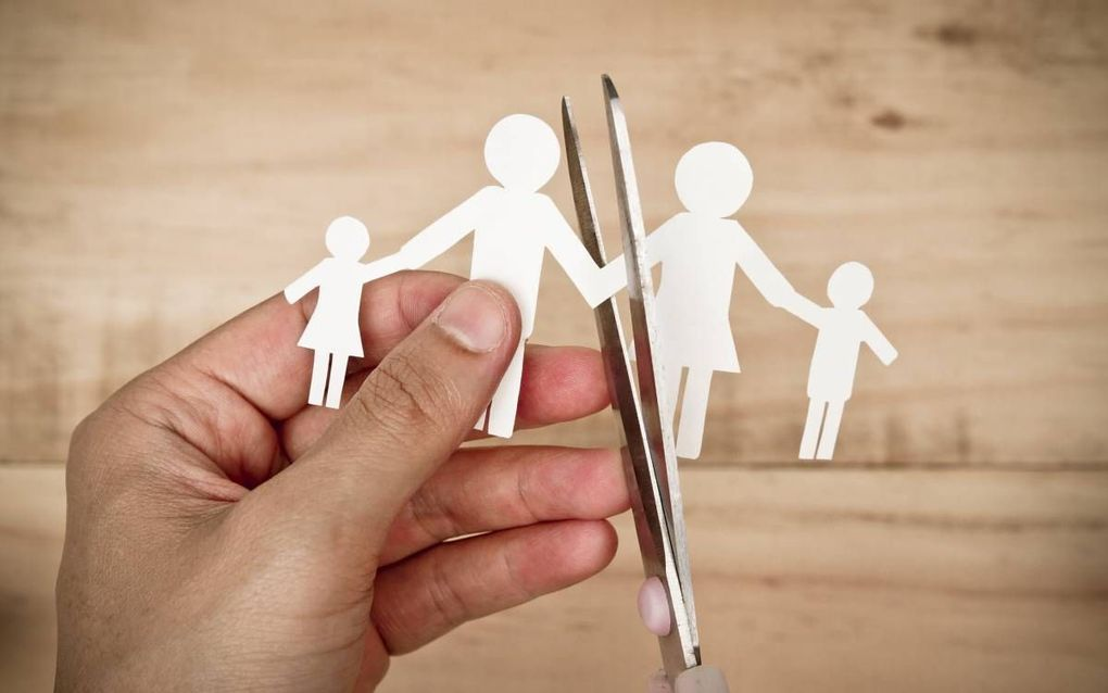 """""""De Staatscommissie wil dat de wetgeving en het beleid op het terrein van ouderschap en gezag worden aangepast, als gevolg van de vele verschillende gezinssituaties die vandaag de dag in Nederland voorkomen."""" beeld iStock"""