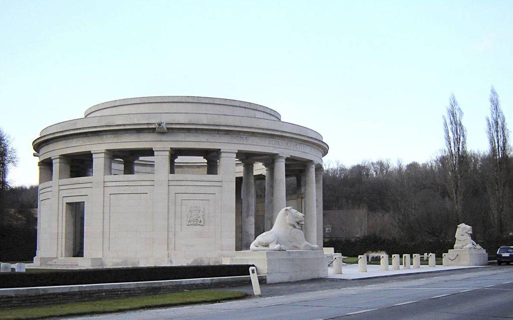 Het Ploegsteert Memorial. Hier worden ruim 11.000 naamloos gestorven Britten herdacht. Op de bijbehorende begraafplaats liggen bijna 900 doden.