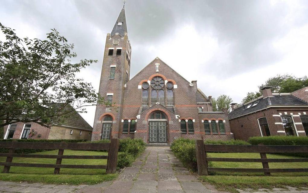 De voormalige gereformeerde kerk in het Friese dorp Lollum. beeld Simon Bleeker
