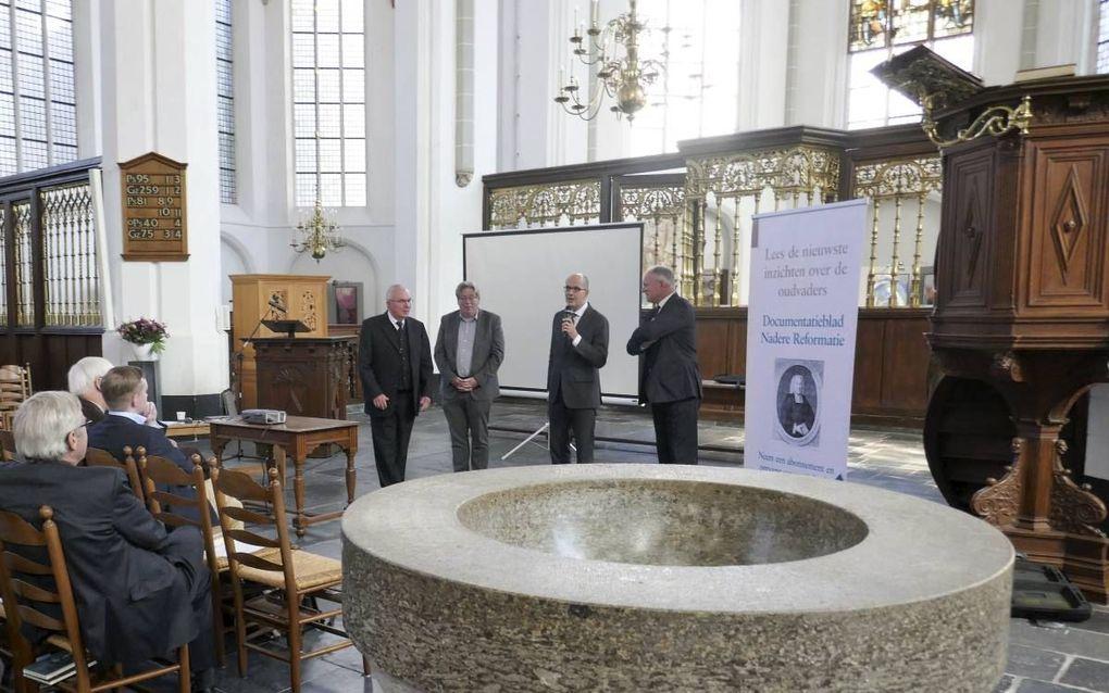 Het SSNR-congres in de Utrechtse Jacobikerk trok zaterdag zo'n vijftig belangstellenden. Staand de sprekers, v.l.n.r.: prof. dr. W.J. op 't Hof, dr. R.E. van der Woude, dr. R.W. de Koeijer, prof. dr. H.J. Selderhuis. beeld Jan van Reenen
