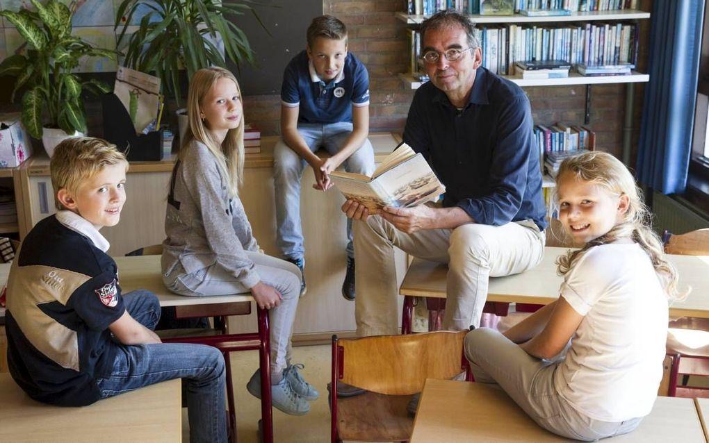 Directeur Hans Mijnders van de Rehobothschool te Ridderkerk. beeld RD, Anton Dommerholt
