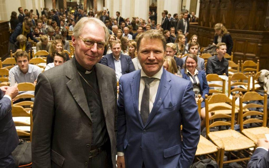 Bisschop G. J. N. de Korte en dr. R. de Reuver, scriba van de Protestantse Kerk in Nederland, dinsdagavond tijdens het Reformatiedebat in Utrecht. beeld RD, Anton Dommerholt